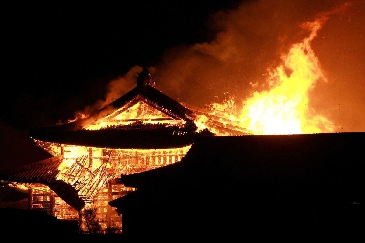 Дэлхийн соёлын өвд тооцогддог Японы шилтгээнд гал гарчээ