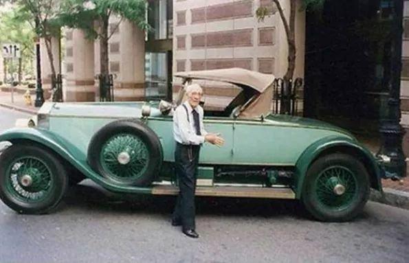 82 жил нөхөрлөсөн Rolls Royce