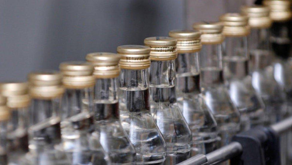 14 аж ахуйн нэгжийн согтууруулах ундаа үйлдвэрлэх зөвшөөрлийг хүчингүй болгох эсэхийг Засгийн газар шийднэ