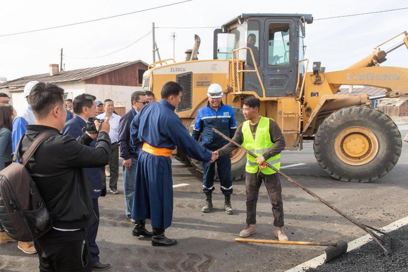 Чингис хаан хот-Бэрх тосгон чиглэлийн замыг ирэх сард ашиглалтад хүлээж авна