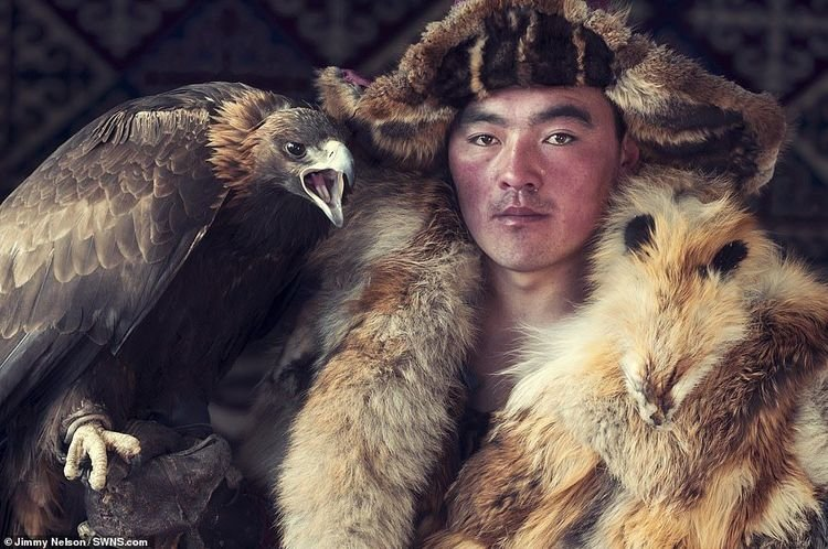 Монгол нүүдэлчид Британийн гэрэл зурагчны дуранд