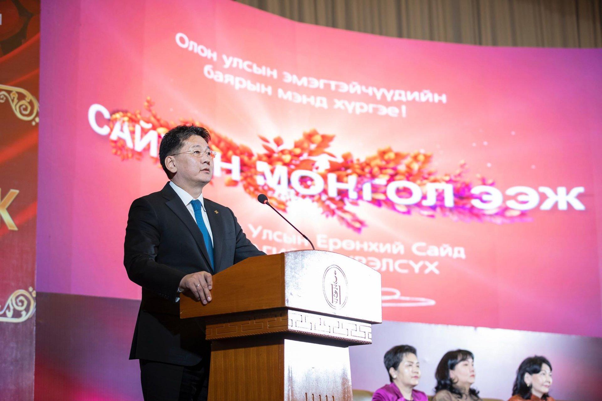 У.Хүрэлсүх: Эмэгтэйчүүдийн эрхийг хамгаалах, нийгмийн оролцоог нэмэгдүүлэхэд Засгийн газар онцгой анхаарч ажиллана