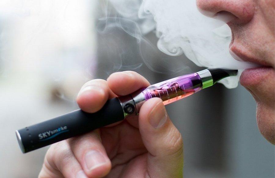 Өмнөд Солонгосын сүлжээ дэлгүүрүүдэд шингэн тамхи худалдахыг зогсоолоо