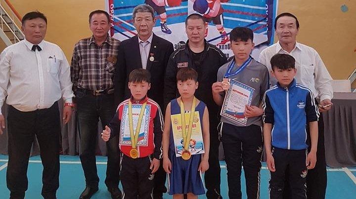 Өсвөрийн тамирчид нэг алт, хоёр хүрэл медаль хүртлээ