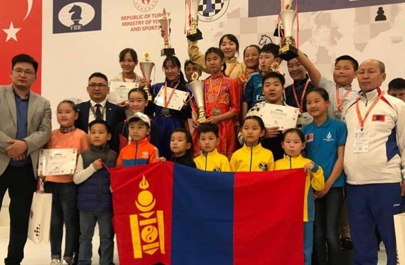 Монгол сурагчид шатрын ДАШТ-ээс долоон медаль хүртжээ