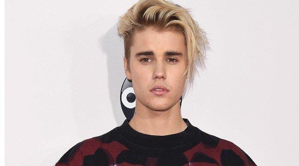 Жастин Бибер хачигны халдварт өвчин туссан гэв