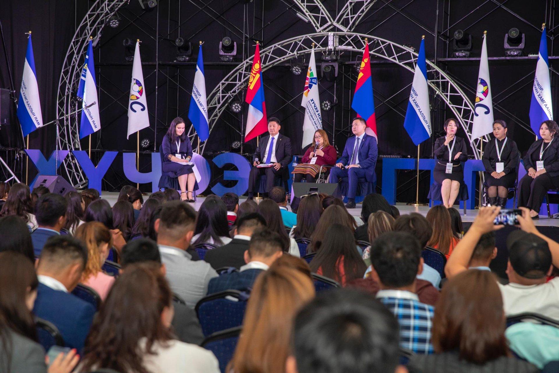 У.Хүрэлсүх: Залуучуудынхаа хөгжлийг дэмжих сан байгуулна, ардчилал, эрх чөлөөг батлан хамгаална, бусдыг нь залуус та бүхэн хий