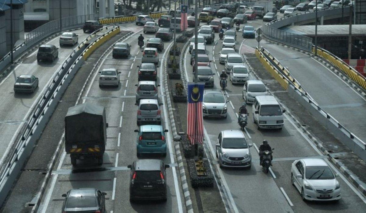 Малайз улс жолооч нарынхаа торгуулийг тэглэнэ