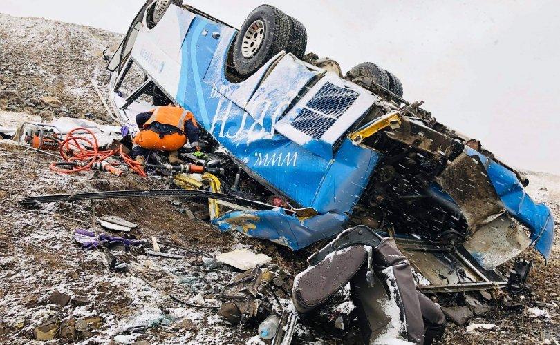 Ар гүнтэд автобус онхолдож 7 хүн нас баржээ