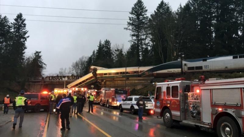 Галт тэрэг авто зам дээр унаж осолдлоо