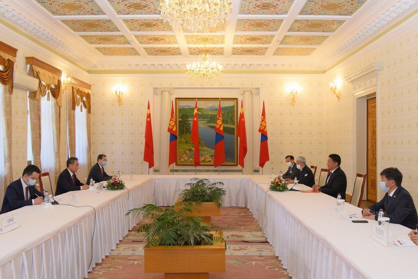 Монгол Улсын Ерөнхий сайд У.Хүрэлсүхэд БНХАУ-ын Төрийн зөвлөлийн гишүүн бөгөөд Гадаад хэргийн сайд Ван И бараалхав