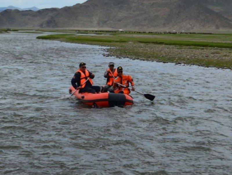 Ховд, Хөвсгөл аймагт голын усанд 35 хүн, 7000 мал боогджээ