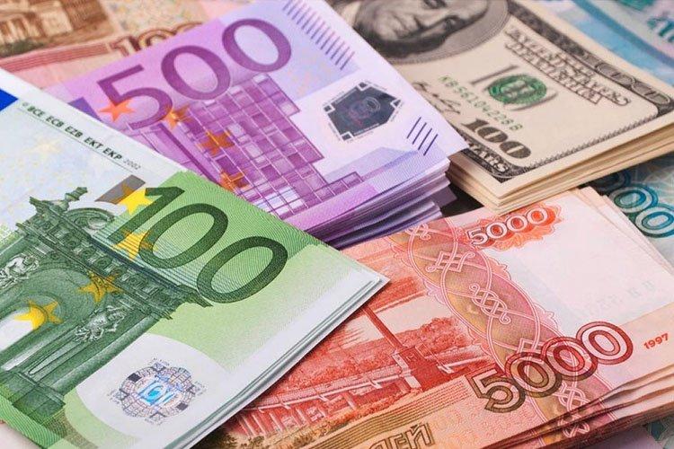 90 гаруй сая төгрөгтэй тэнцэх хэмжээний валют хилээр нууцаар гаргахыг завджээ