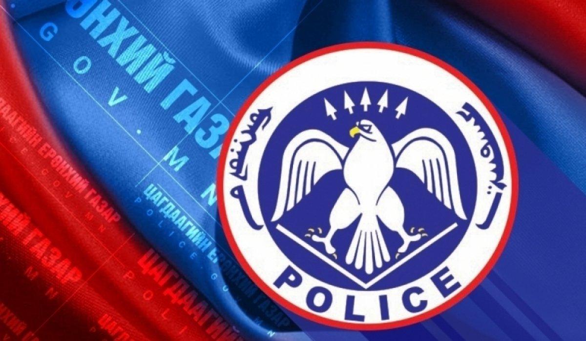 Олон нийтийн газар бие зассан цагдаагийн алба хаагчийг ажлаас нь халжээ