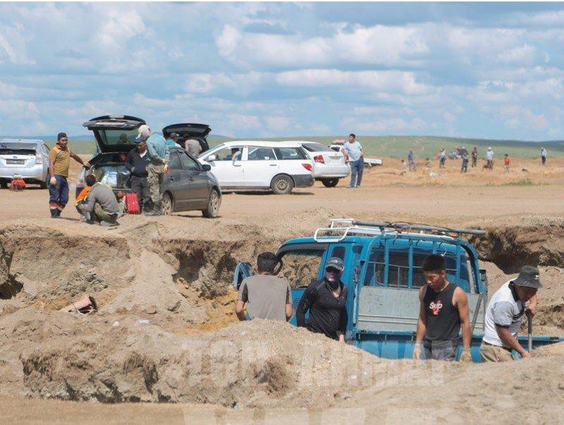 Сэргэлэн сумын нутаг дэвсгэрт хууль бусаар ашигт малтмал олборлож байгаа хэсэгт хяналтын пост ажиллуулна