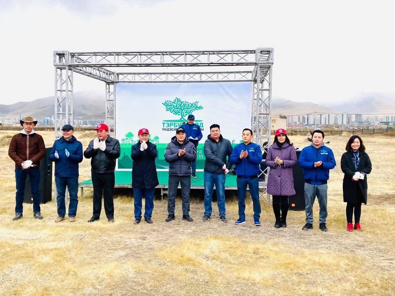 Улаанбаатар хотын хоёр дахь том спорт, соёл, амралтын цэцэрлэгт хүрээлэнд мод тарилаа