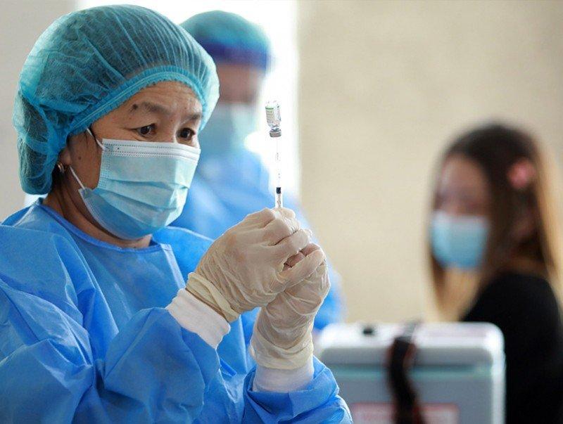 Хөхүүл хүн вакцин хийлгэж болно