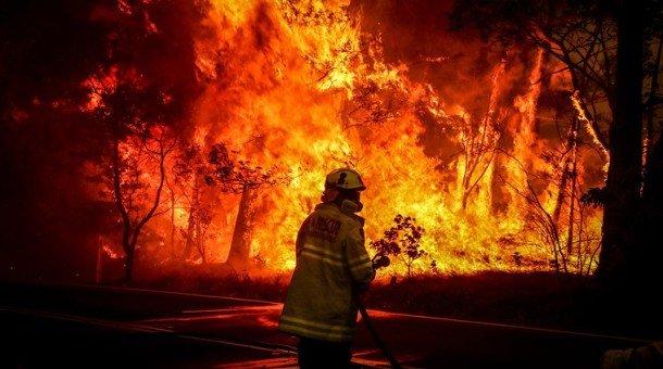 Австралид олон мянган хүнийг нүүлгэн шилжүүлэхийг зөвлөжээ