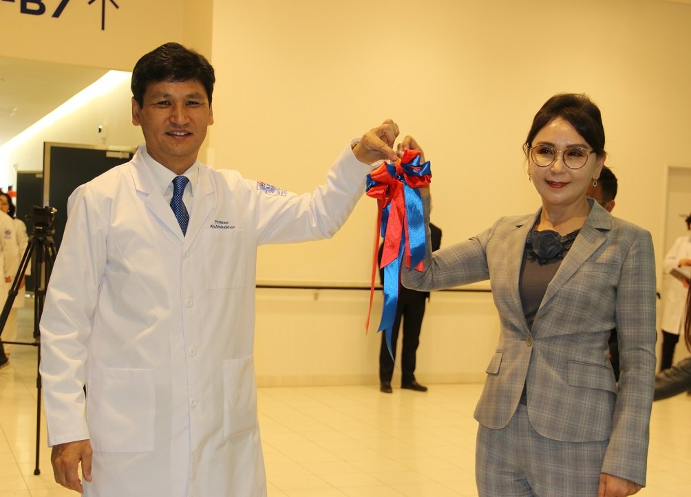 Монголын анхны сургалтын эмнэлэг үүдээ нээлээ
