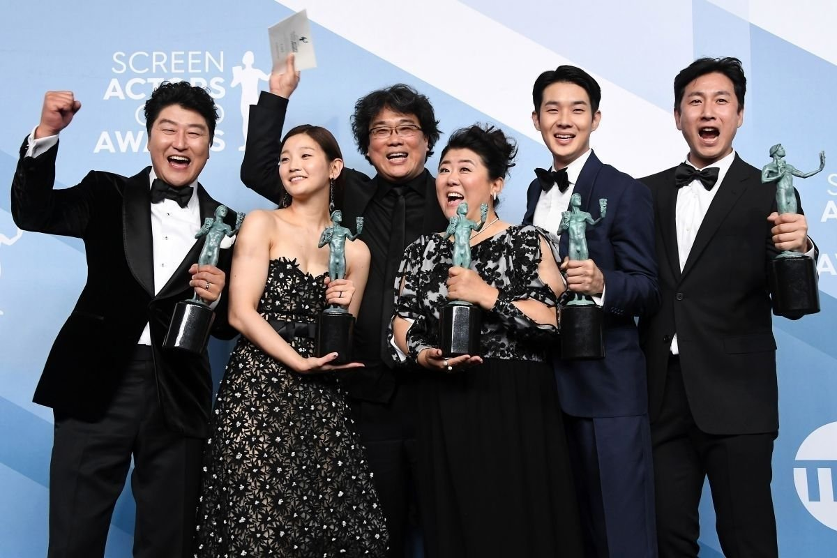 """Өмнөд Солонгосын """"Parasite"""" дахин нэг том шагнал авч, Оскар хүртэх магадлалаа нэмэгдүүллээ"""