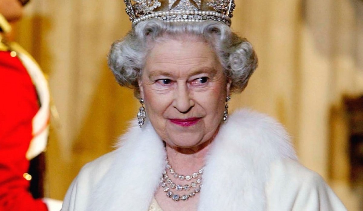 Хатан хаан II Елизавета үслэг эдлэлээс татгалзлаа