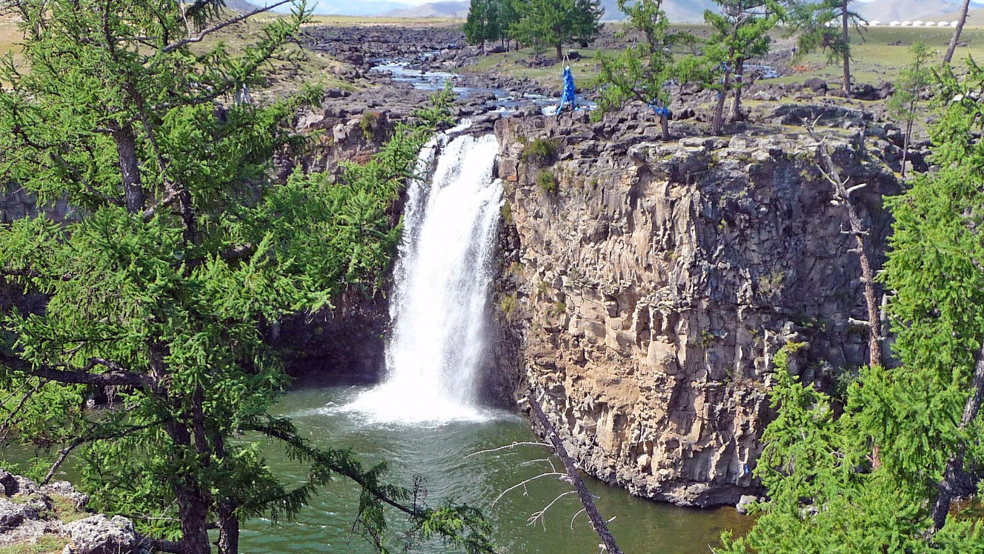 Ulaantsutgalan Waterfall