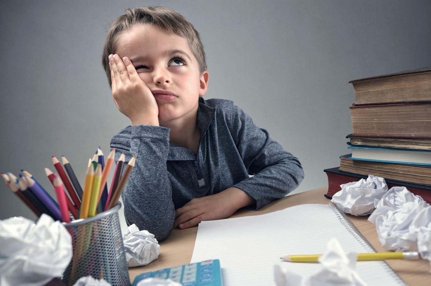 Хүүхдээ хэрхэн гэрийн даалгавраа бие даан хийдэг болгох вэ?