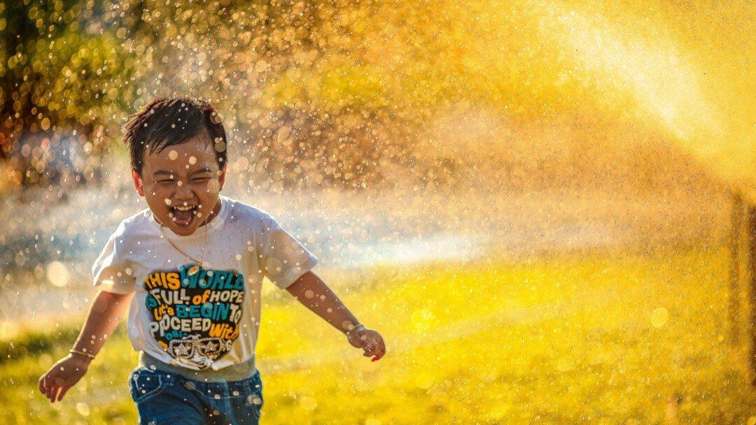 Хүүхдээ өөртөө итгэлтэй болоход нь туслах 8 зөвлөгөө