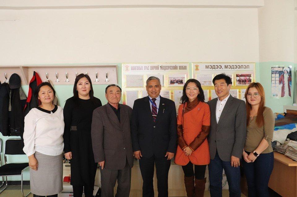 НҮБ-ын Монгол дахь Суурин төлөөлөгч ноён Тапан Мишра арьс шир, текстилийн үйлдвэрүүдээр очиж танилцлаа.