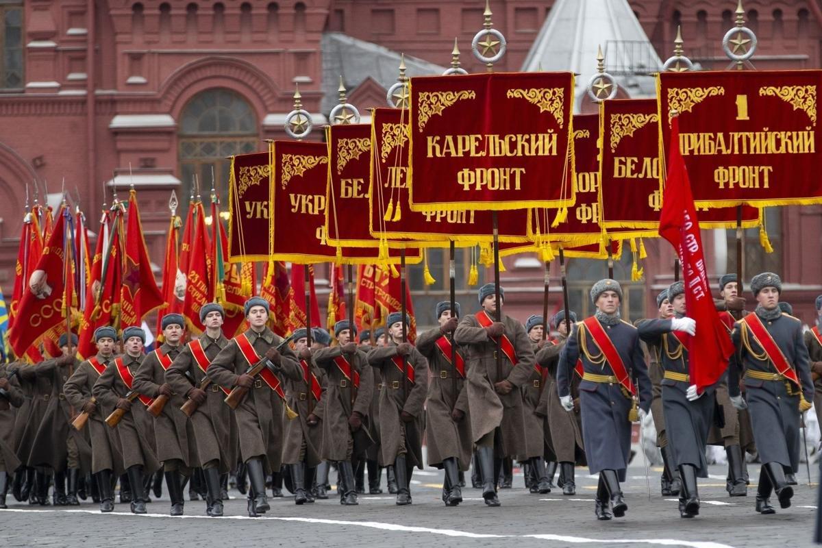 ОХУ-ын улаан талбайд цэргийн сүрт жагсаал зохион байгуулагдлаа