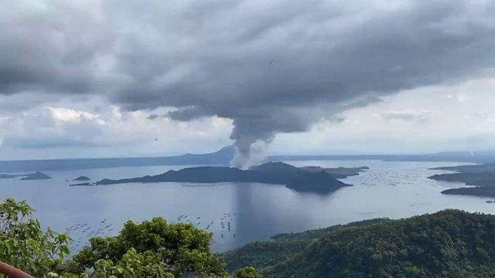 Филиппин улсад галт уулын идэвхжилийн улмаас 8000 хүнийг нүүлгэн шилжүүлж эхэллээ