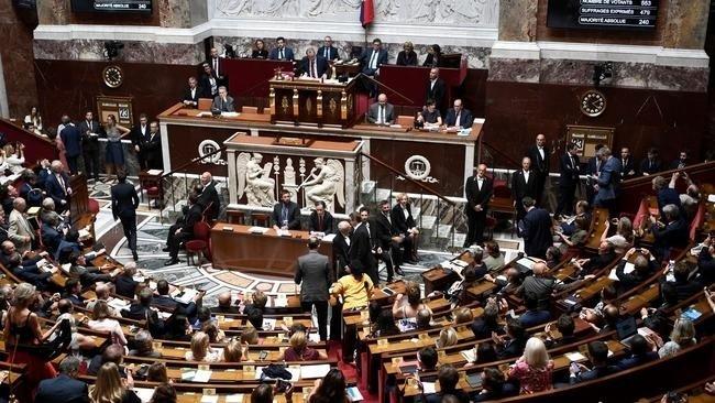 Франц улсын парламент тэтгэврийн системийн өөрчлөлттэй холбоотой мэтгэлцээнийг эхлүүллээ