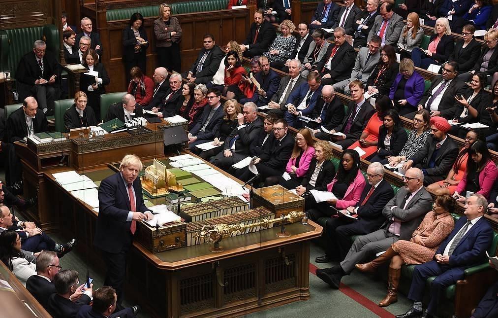 Их британийн парламент Брекситийн хуулийн төслийг дэмжин баталлаа
