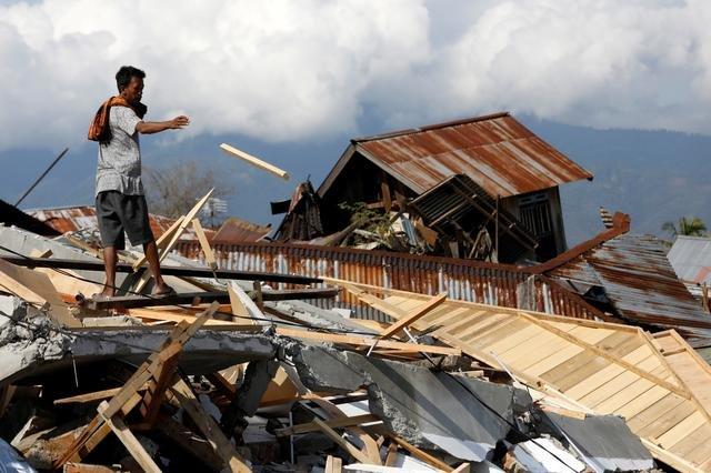 Индонез улсад болсон газар хөдлөлтийн улмаас 81 хүн амь үрэгджээ