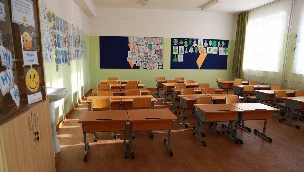 Бага ангийн зарим багш нар хоёр дахин их ачаалалтай буюу өглөө 7-оос шөнийн 12 хүртэл ажиллах тохиолдол гарч байна