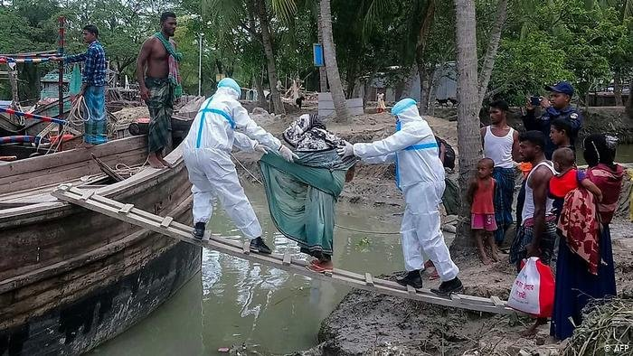 Энэтхэг болон Бангладешт хар салхины улмаас 15 хүн амь үрэгджээ.