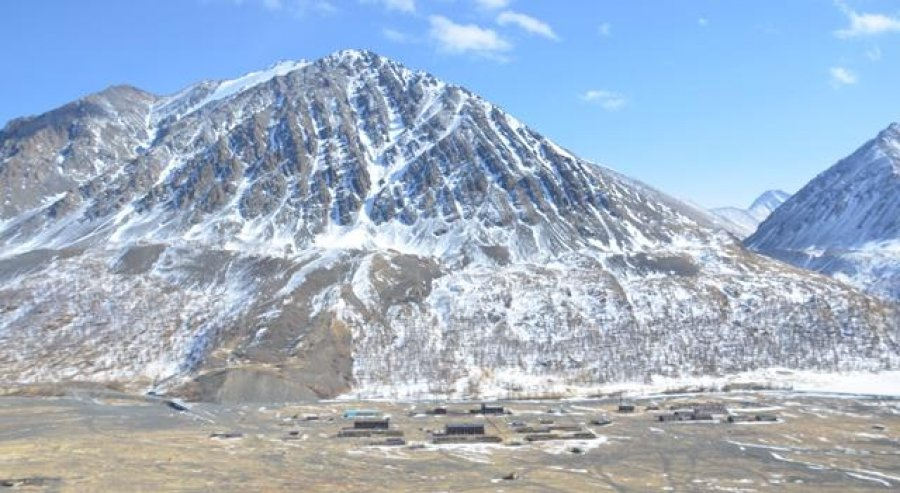 Асгатын мөнгөний ордын дээж 50 кг цалин цагаан мөнгийг Монголбанкны эрдэнэсийн санд тушаалаа