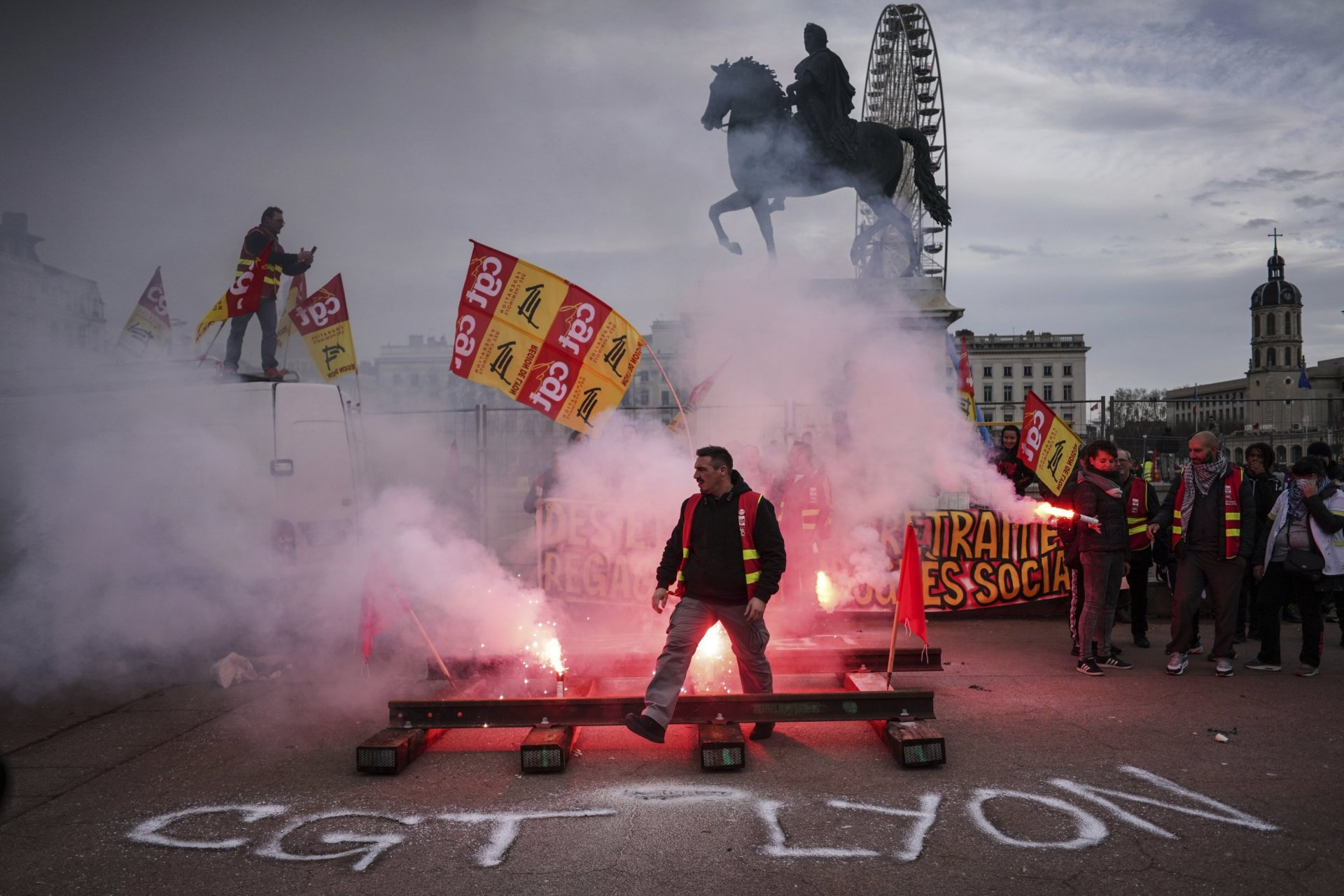 Франц улсад тэтгэврийн системийн өөрчлөлтийг эсэргүүцсэн ажил хаялт 40 дэх өдрөө үргэлжилж байна