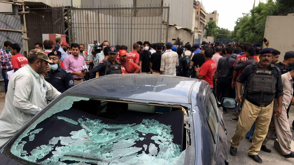 Пакистаны өмнөд хэсгийн Карачи хотод өчигдөр зэвсэгт халдлага гарсны улмаас таван хүн амь үрэгдэж, гурван хүн хүнд шархадсан байна