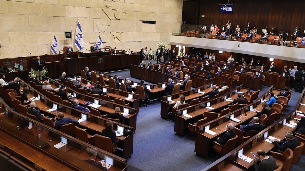 Израилын парламент шинэ засгийн газрыг батлах санал хураана