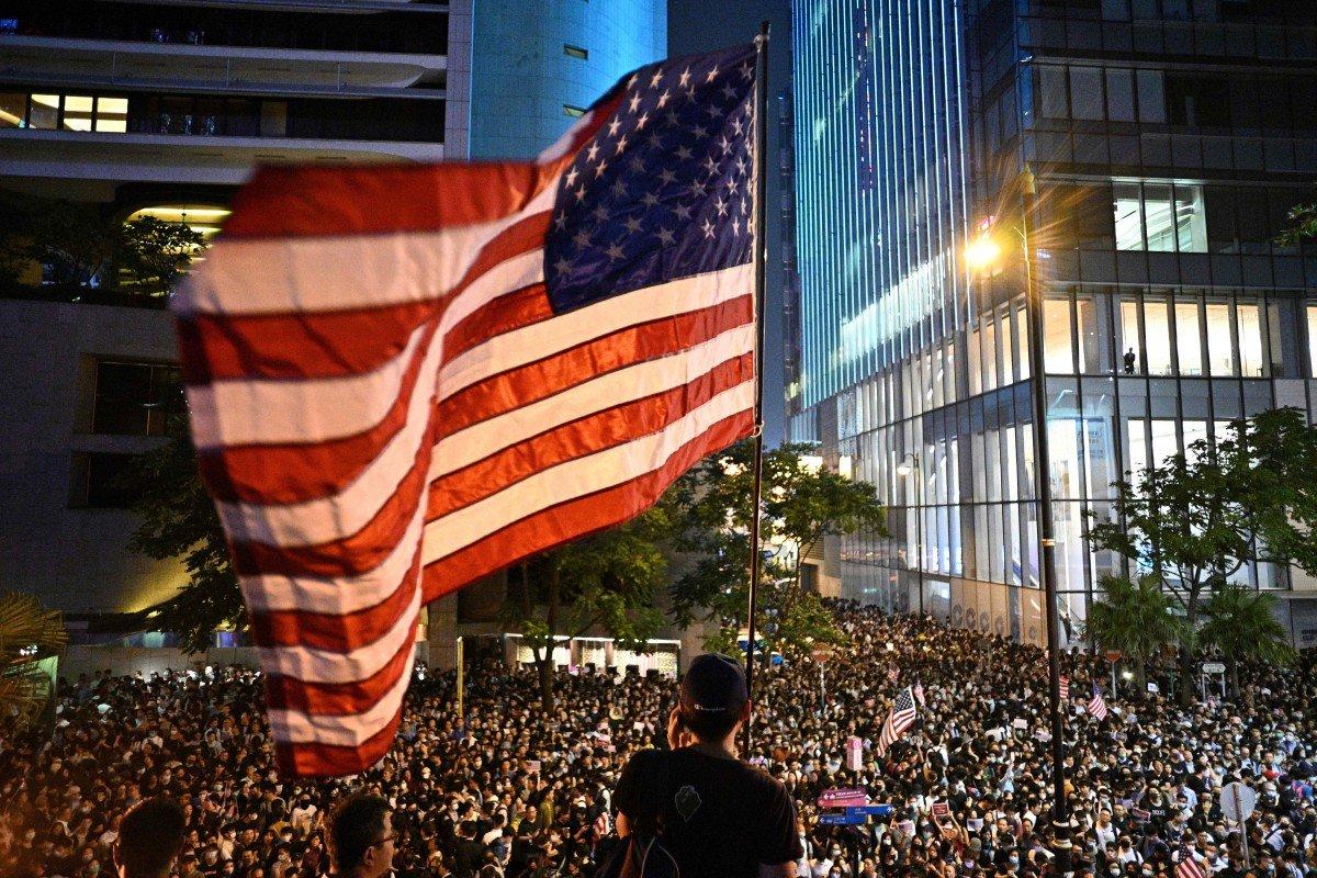АНУ-ын ерөнхийлөгч Доналд Трамп Хонконгийн ардчиллыг хамгаалах хууль баталлаа