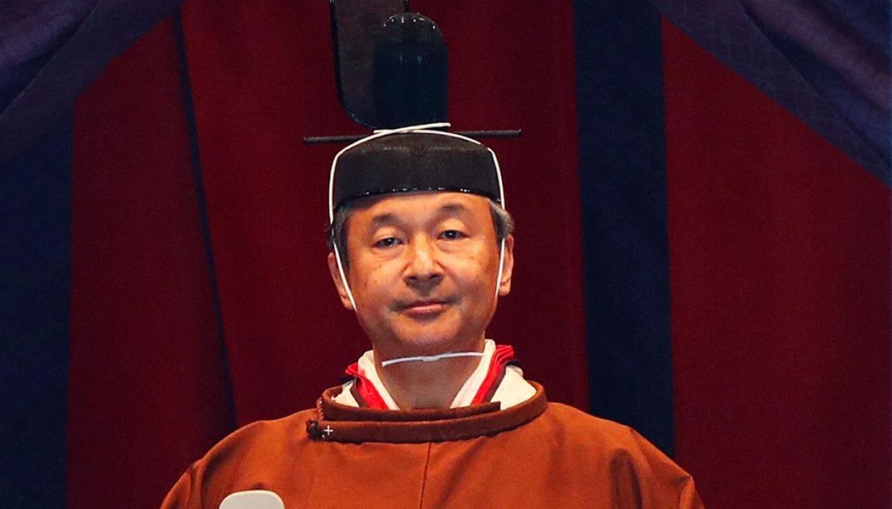 Японы эзэн хаан Нарухито сэнтийдээ заларсныг албан ёсоор тунхаглалаа