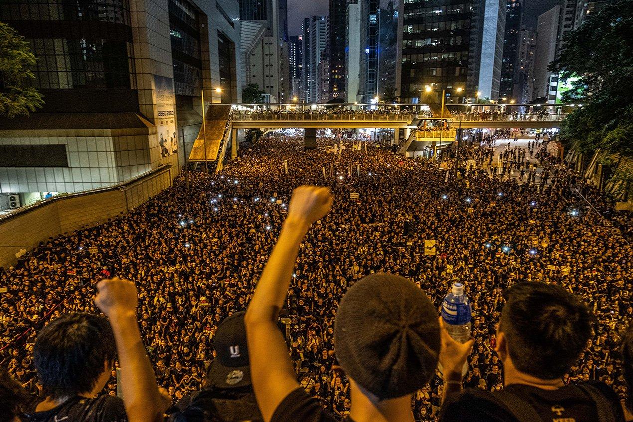 Хонконгийн үймээн самуун барууны орнуудад нөлөөлж эхэлснийг Хятадын тал мэдэгдлээ