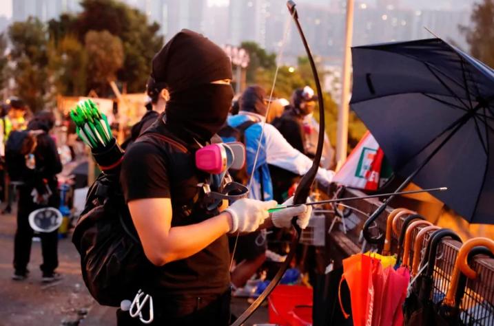Хонконг дахь нөхцөл байдал улам хурцдаж, гадаадын оюутнууд нутаг буцаж эхэллээ