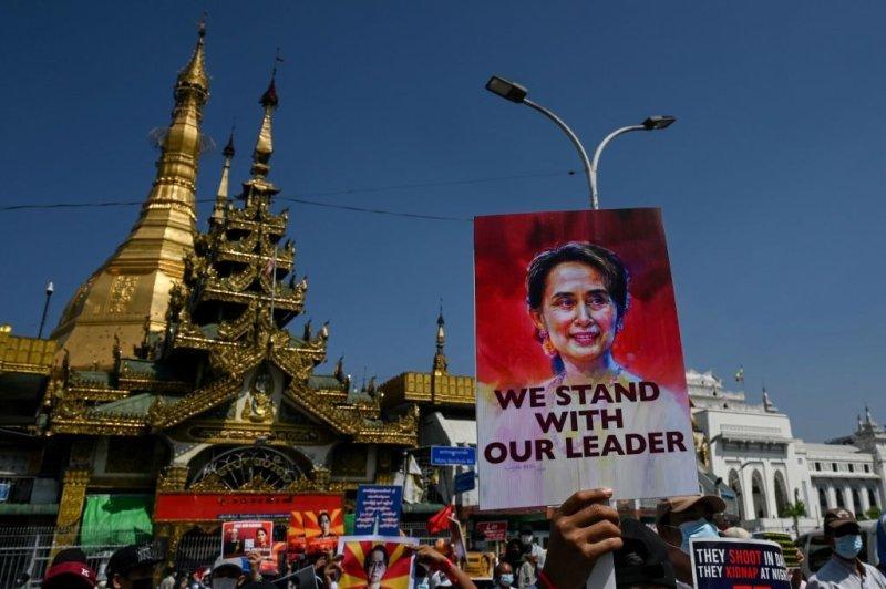Мьянмарын эсэргүүцлийн жагсаалд оролцсон хүмүүст 20 хүртэлх жилийн хорих ял онооно