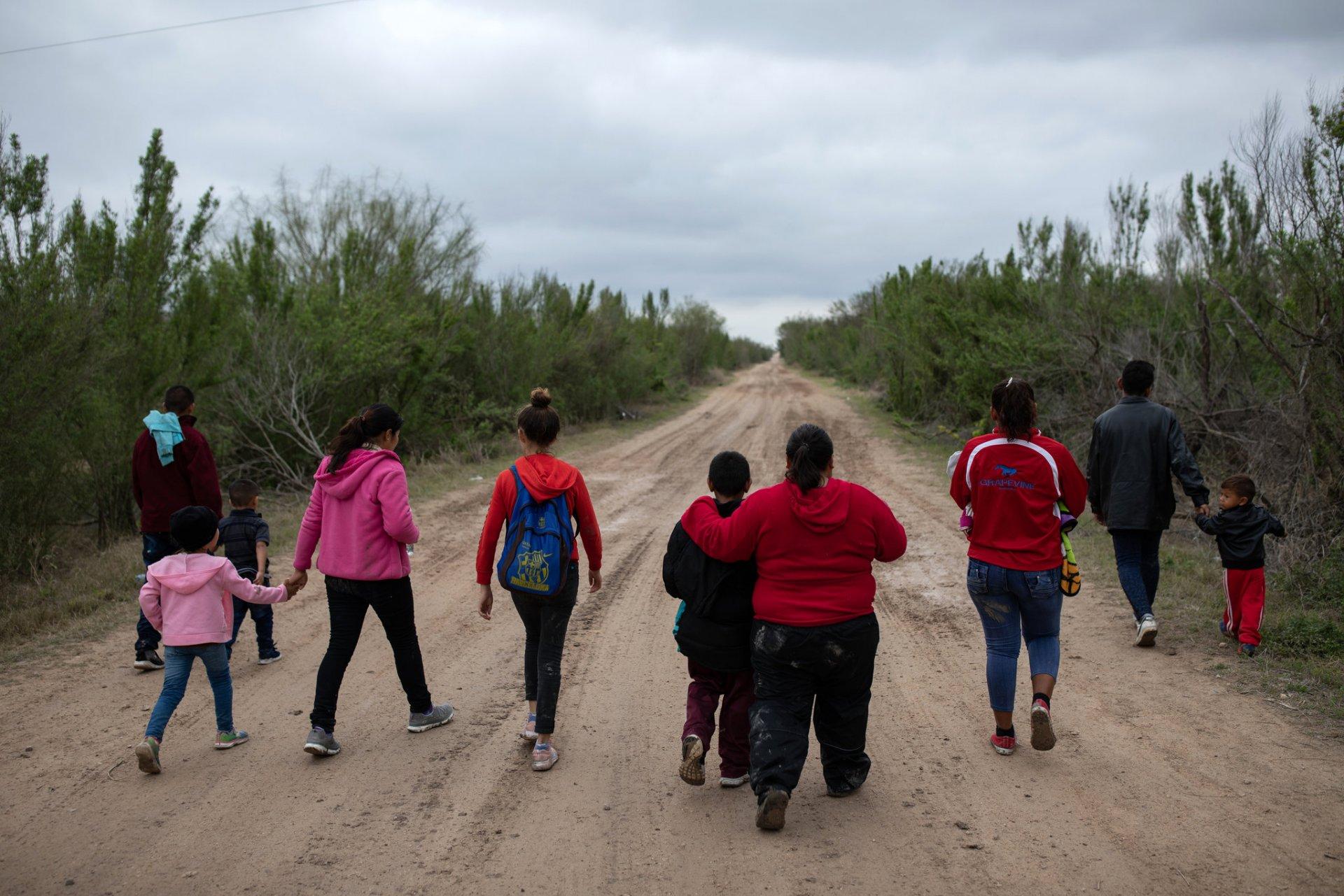 АНУ-ын хил давахыг оролдсон Мексик иргэдийн тоо эрс нэмэгджээ