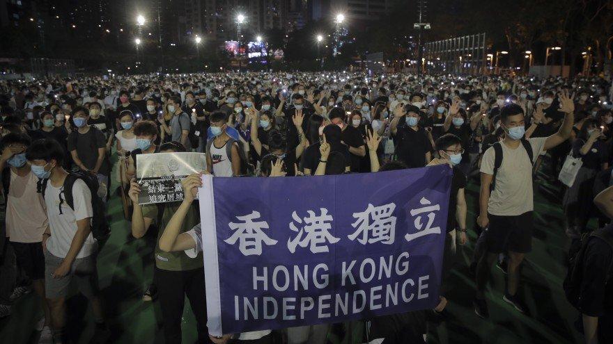 Хонконгт Тяньаньмэний талбайн жагсаалын үеэр амиа алдсан иргэдэд хүндэтгэл үзүүлэх зорилготой тайван жагсаал боллоо