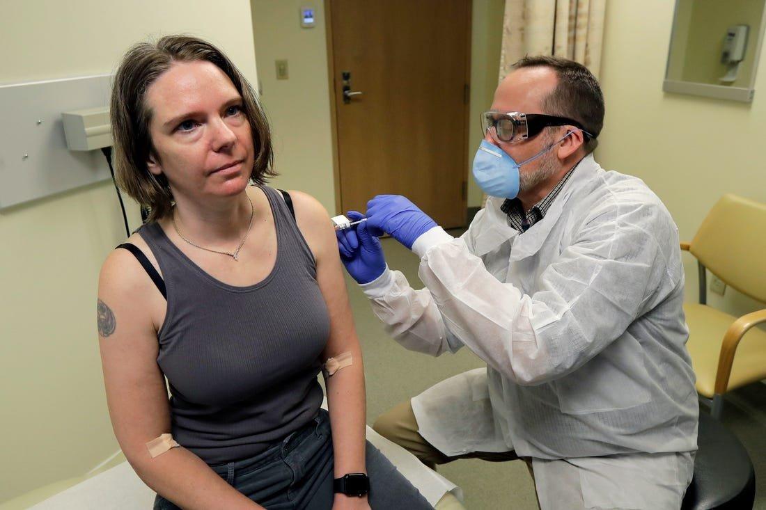 COVID-19: АНУ-д анхны вакциныг хүн дээр туршлаа