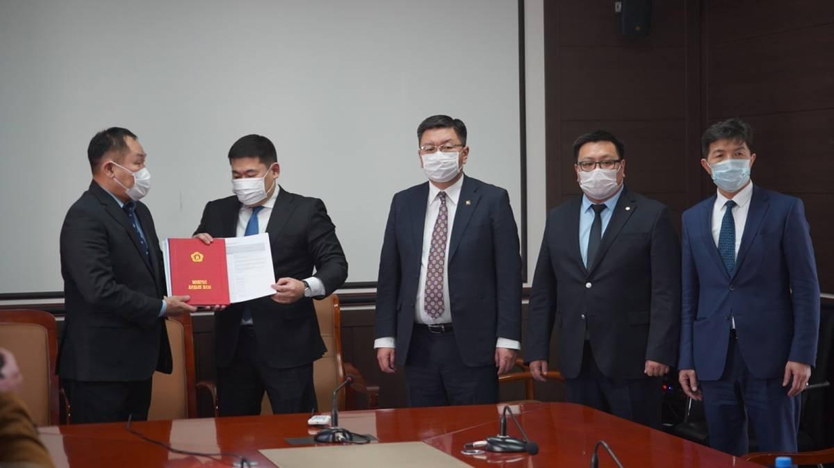 Монгол Ардын Нам сонгуулийн мөрийн хөтөлбөрөө Үндэсний аудитын газарт хүргүүллээ