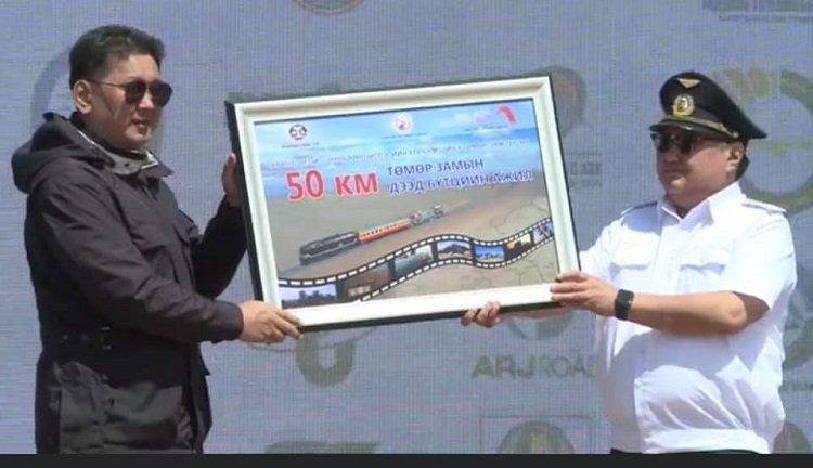 Тавантолгой-Зүүнбаян чиглэлийн төмөр замын эхний 50 км замыг УБТЗ амжилттай барьж дуусгалаа